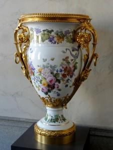 Compiègne_(60),_palais,_antichambre_salle_à_manger,_vase_en_porcelaine_de_Sèvres